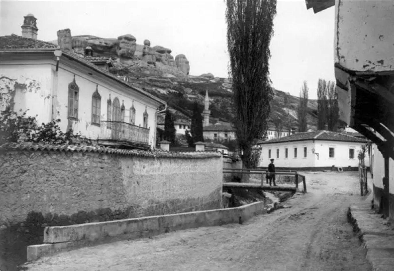 Вид улицы в Бахчисарае близ Ханского дворца. 1915