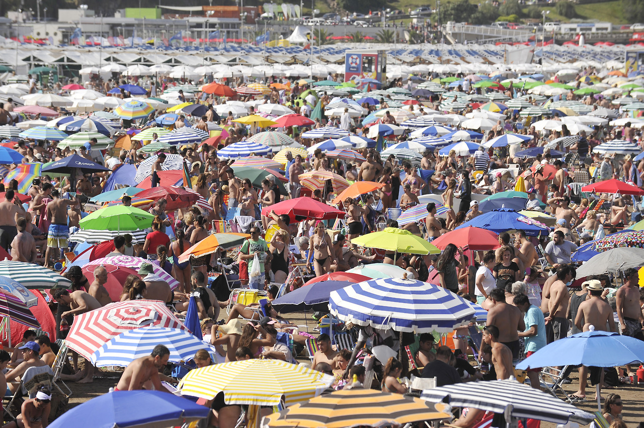 Аргентинское лето 2018 пляжах, календаре, лучами, сделанными, кадрами, позитивными, этими, вместе, тепле, солнце, помечтаем, Давайте, солнца, теплыми, почти, времени, много, проводят, туристы, жители