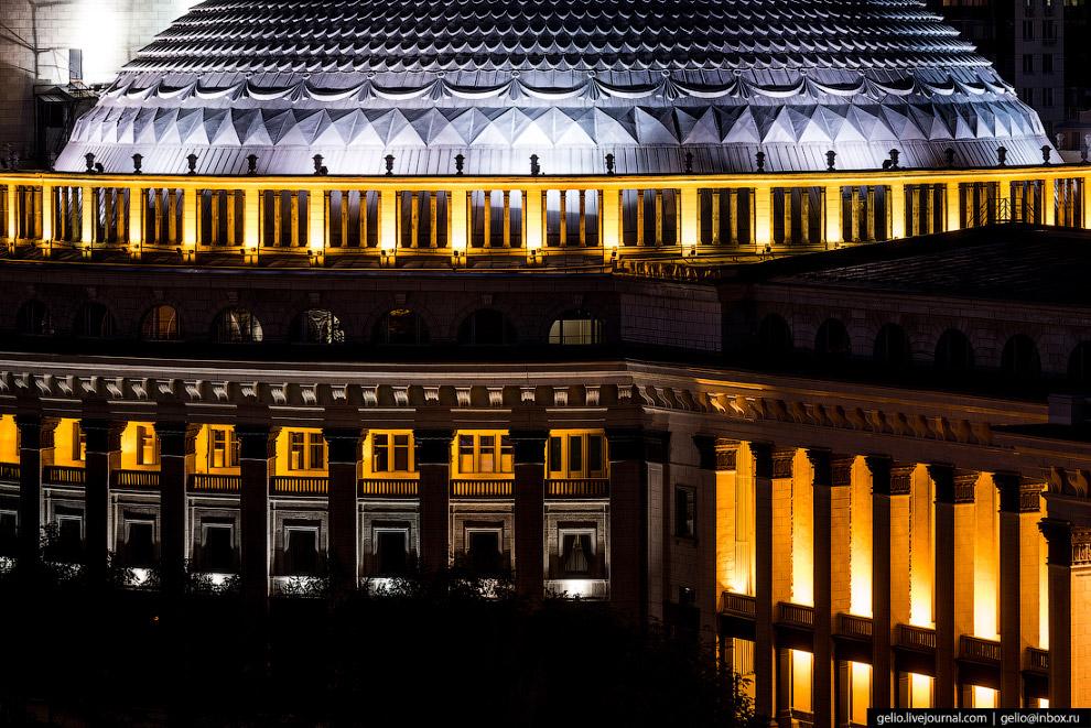 6. Здание «Большого театра Сибири» строили с 1931 по 1941 год. Официальное открытие состоялось спуст