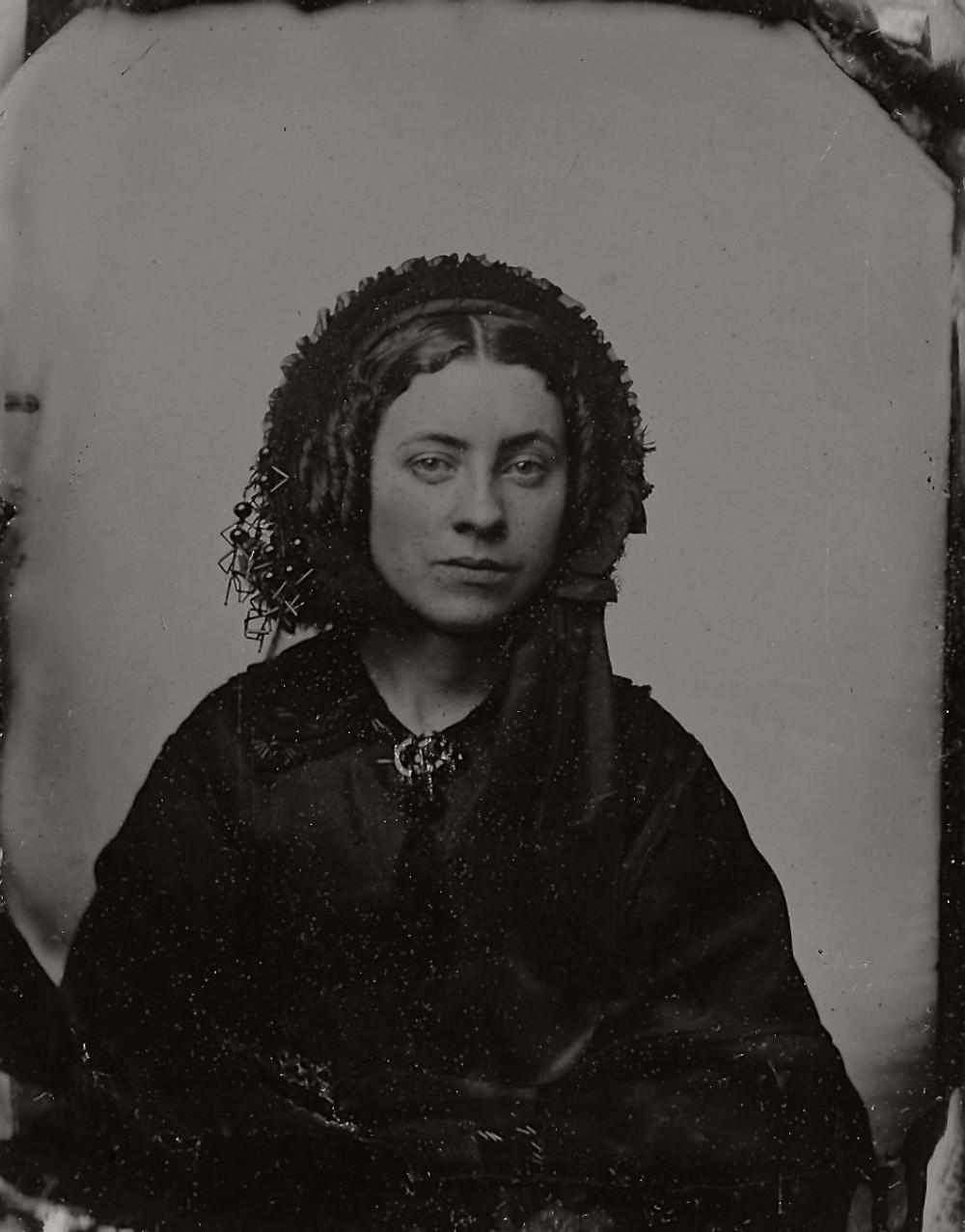 Очень страшно: старинные дагеротипы вдов викторианской эпохи в трауре