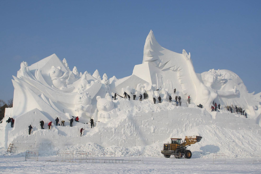 5. В честь предстоящих Олимпийских игр в Пхенчхане (Южная Корея) китайские скульпторы в Харбине пост