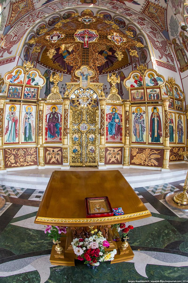 10. Не знаю, правда это или нет, но по слухам, православные этот храм не любят, так как он не совсем