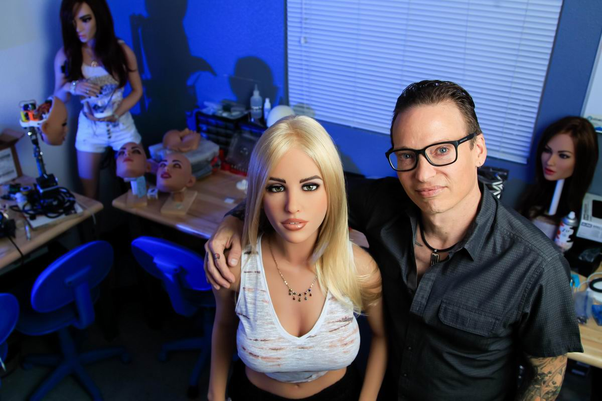 Такая маленькая бэби: Силиконовая кукла и ее живой дружок