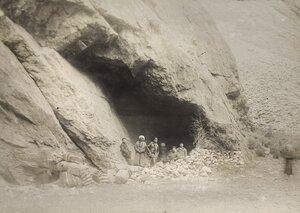 32. Грот на границе Анзобского оцепления