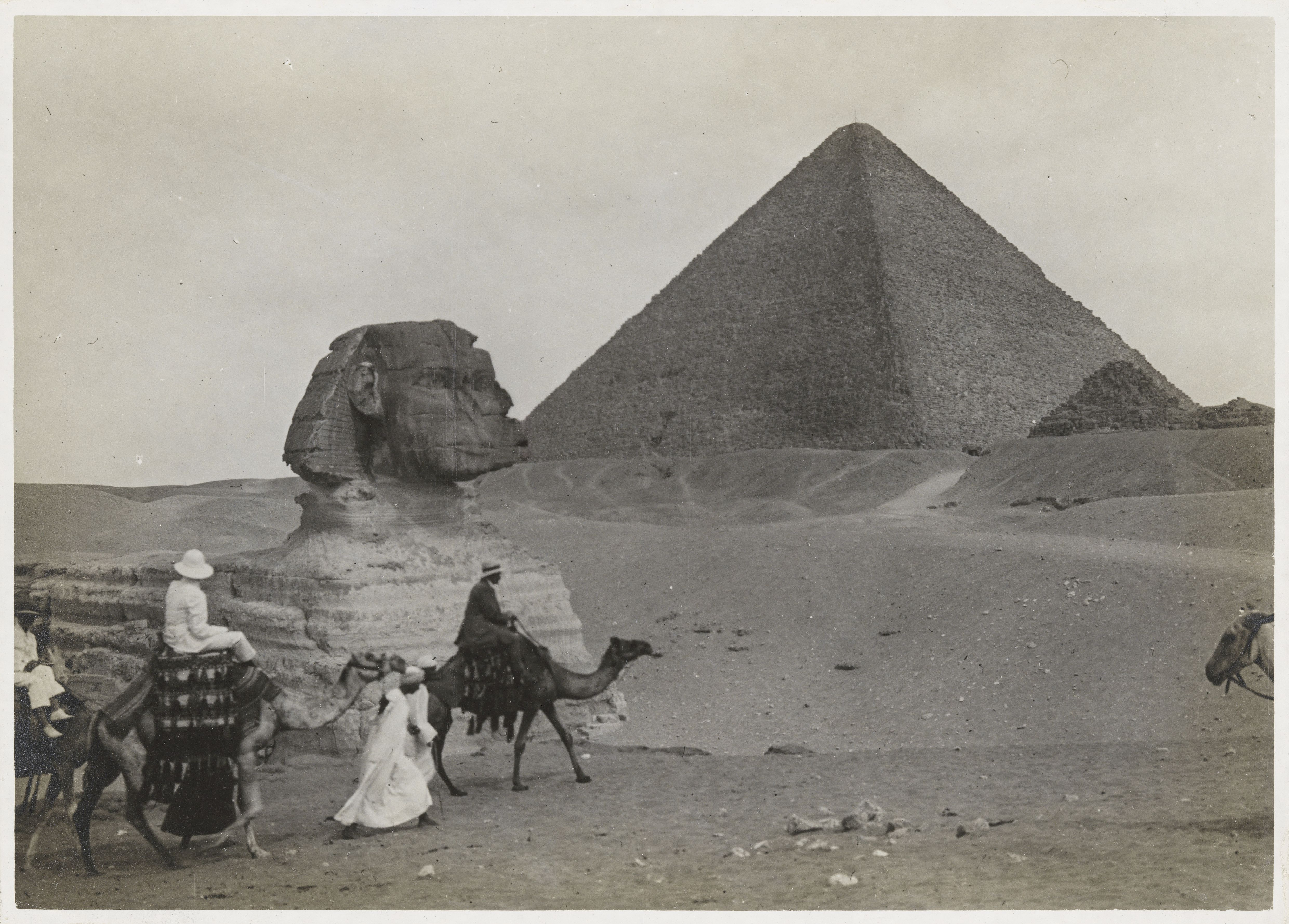 Гиза. Сфинкс и пирамида Хеопса