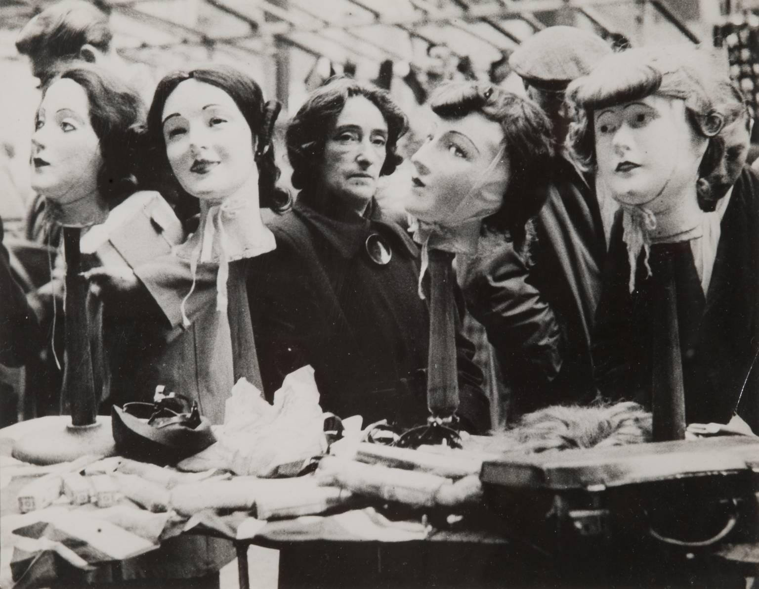 Рынок Петтикот-лэйн. Парик. 1952