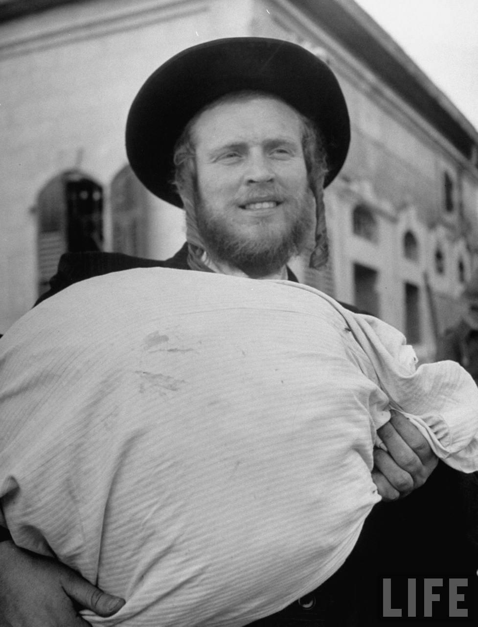 Ортодоксальный еврей готовится покинуть Иерусалим. Июнь