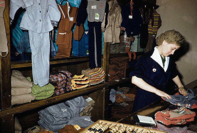 1959 Детская одежда в Москве. Harrison Forman.jpg