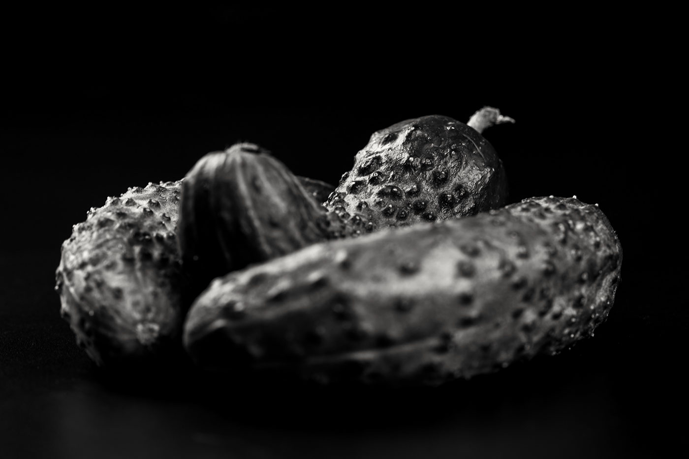 Фрукты-овощи на черном фоне / фото KagLoos