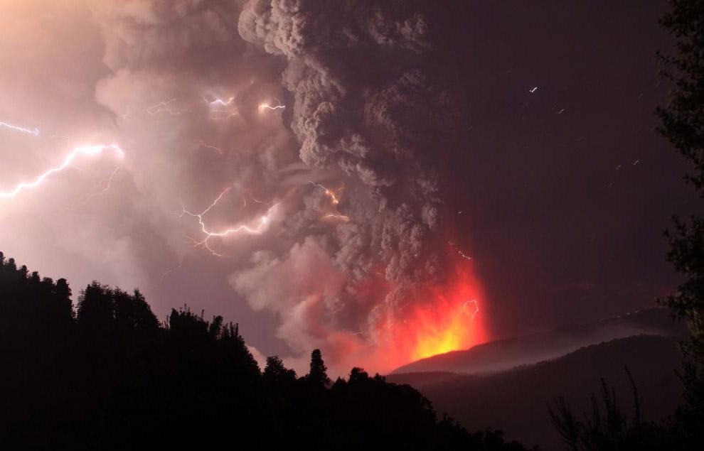 Грязная гроза в вулканической цепи Пуеуэ-Кордон-Каулле в Чили, 2011 год. Впечатляет, не правда