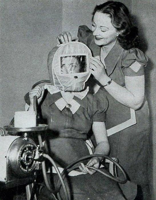 Этот странный герметичный агрегат, который надевался на голову пациенткам, был предназначен, для