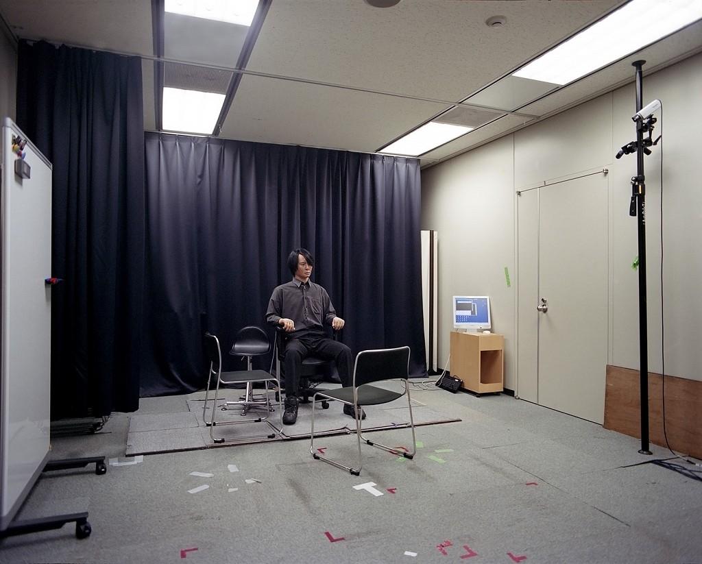 Человекоподобные роботы в фотопроекте Луизы Уиттон