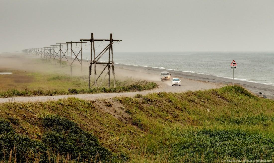 10. Берег Охотского моря, дорога в Октябрьский.