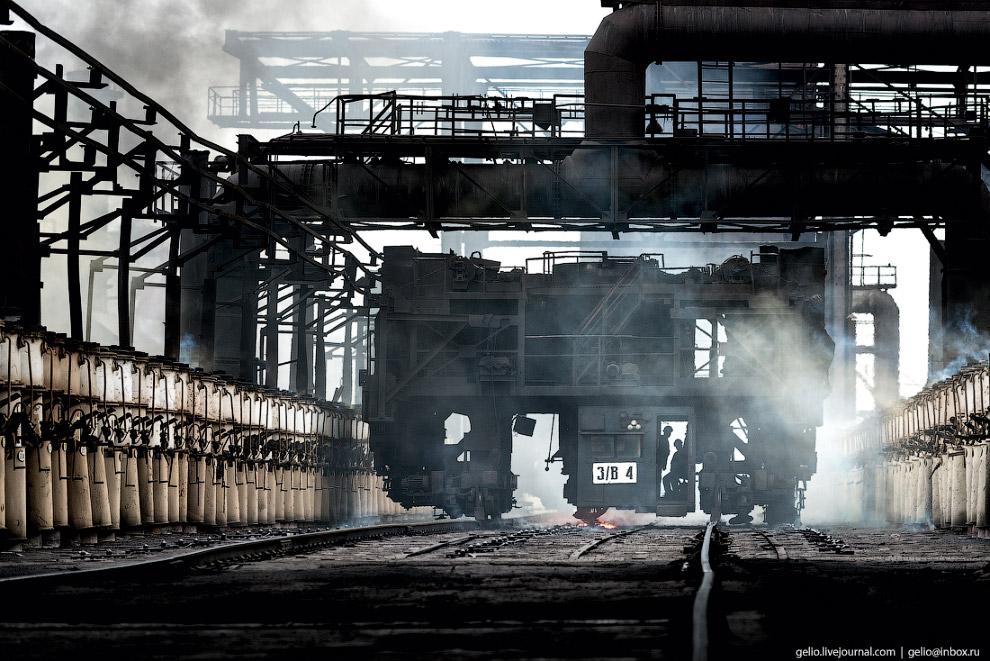 13. Кокс производят при адской температуре около 1100 градусов Цельсия. Процесс спекания угольных ча