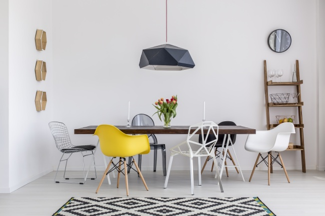 © depositphotos      Разнообразить можно иинтерьер кухни, купив стол истулья из