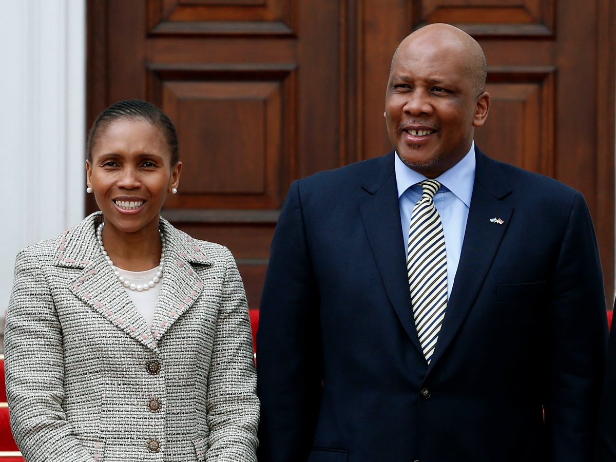 Масенате Мохато Сиисо, королева Лесото   Масената училась в Национальном универ