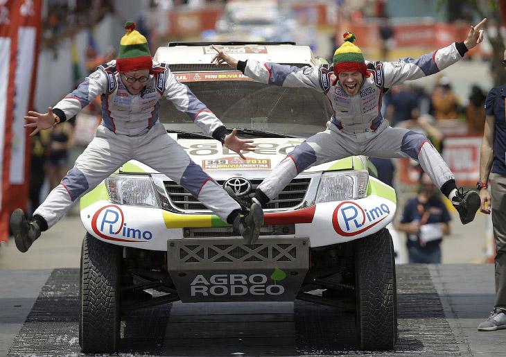 2. Ралли Дакар, которое ранее было известно под названием «Париж — Дакар», является ежегодной гонкой