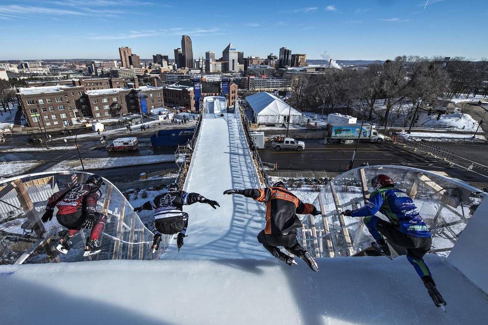18. Резвый старт Ice Cross Downhill в Сент-Поле, штат Миннесота, 18 января 2018. (Фото Joerg Mitter)