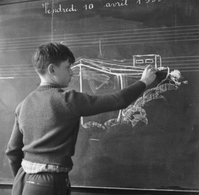 © akg-images/Paul Almasy/eastnews     Ученик вшколе-интернате для сыновей моряков, 1959.