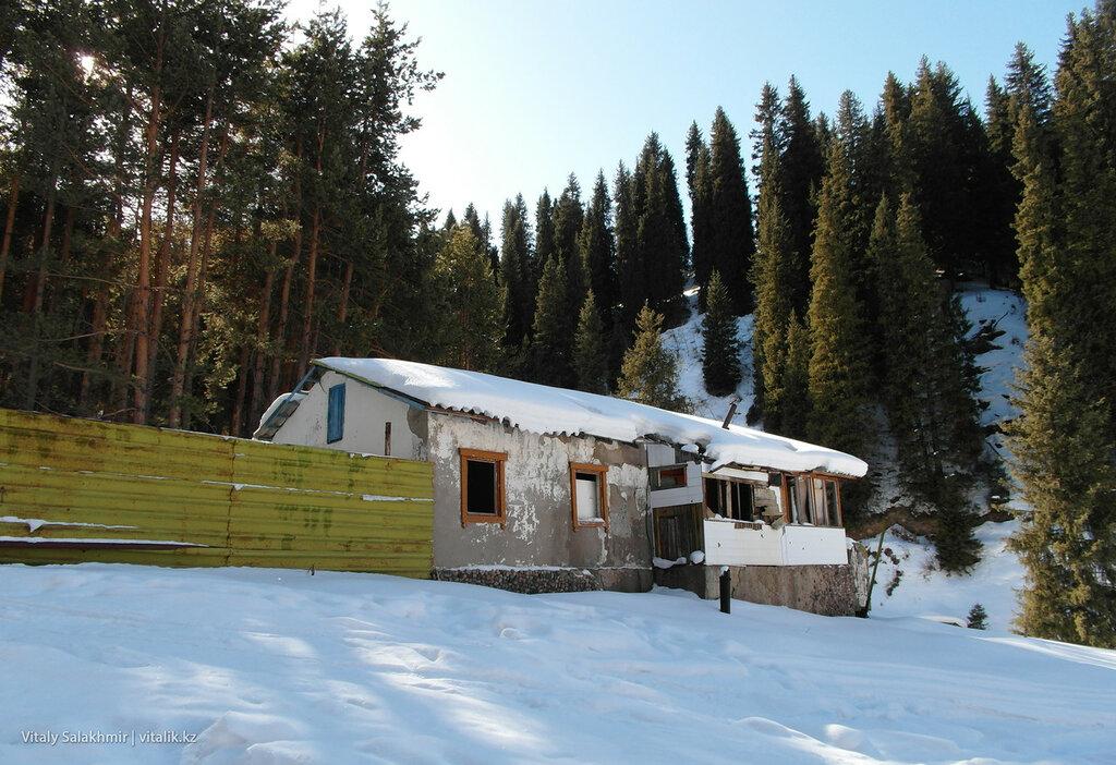 Заброшенный дом по дороге Фурмановка.
