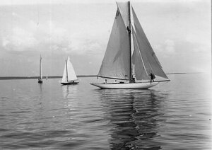Яхты во время соревнований в Финском заливе; на переднем плане яхта 10М(3)