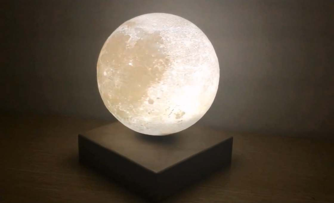 Levitating Moon - This beautiful Moon is a levitating lamp