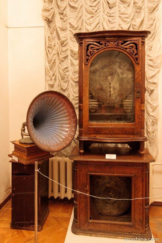"""Граммофон 1912 года и музыкальный шкаф """"Полифон"""" начала XX века"""