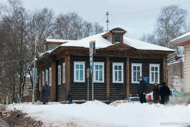Старинный деревянный дом близ Воскресенского собора, Череповец