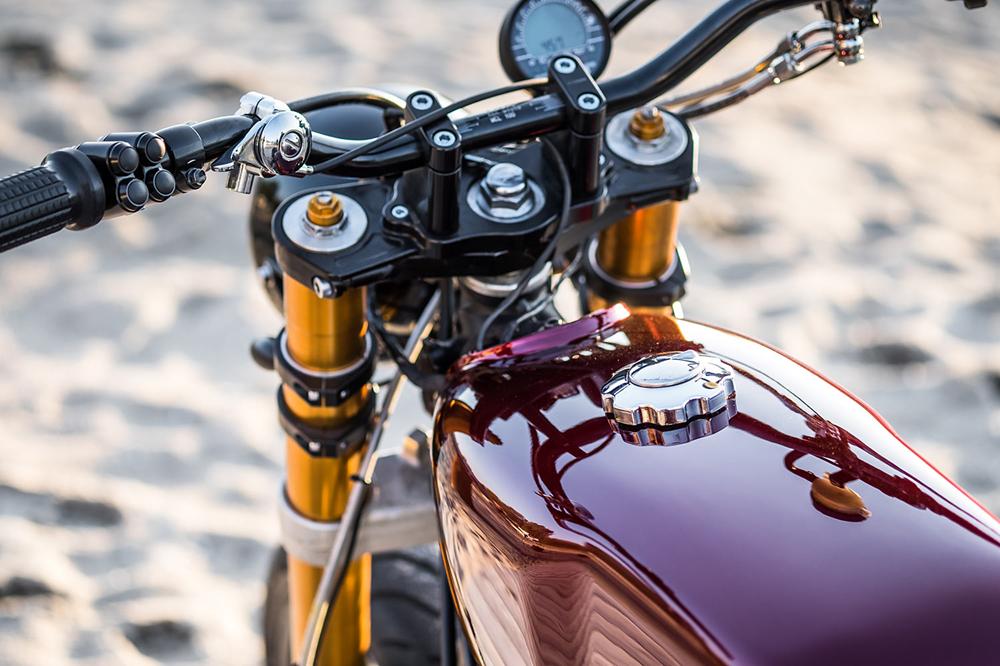 Moto Adonis: кафе трекер Yamaha XV Elegant Bastard