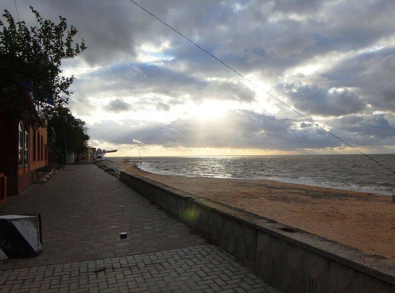 Набережная ... На финише октября, в городе у моря Азовского. (38).JPG