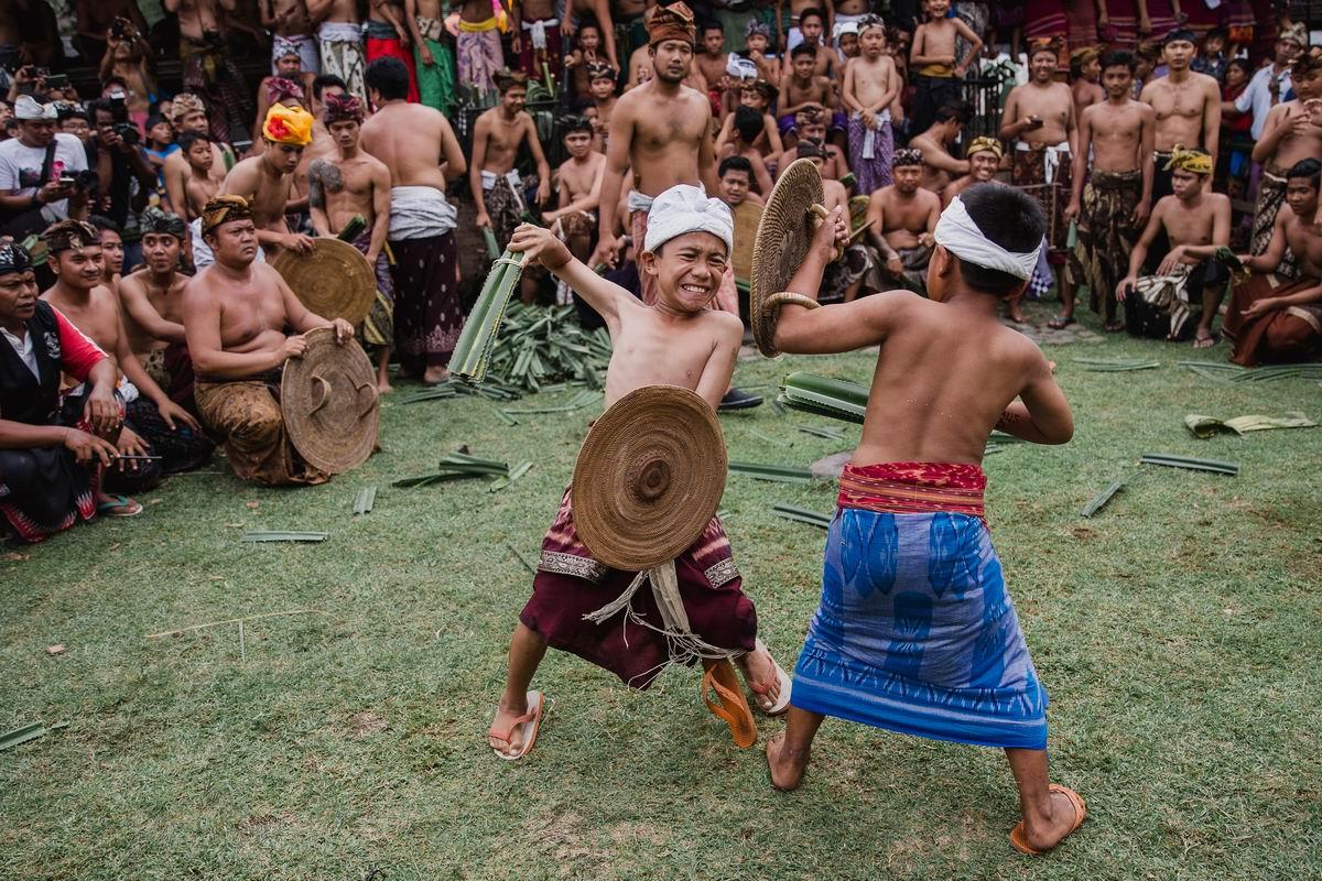 Бой на тростниковых мечах: Рыцарский поединок в индонезийских джунглях