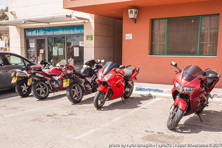 В израильском байкерском кафе