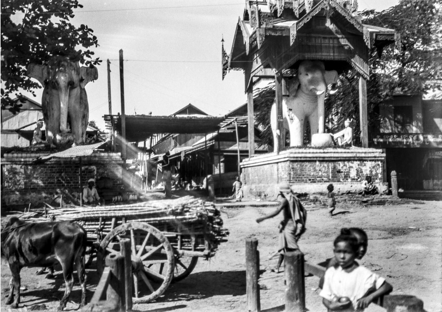1086. Мандалай. Рядом с рынком