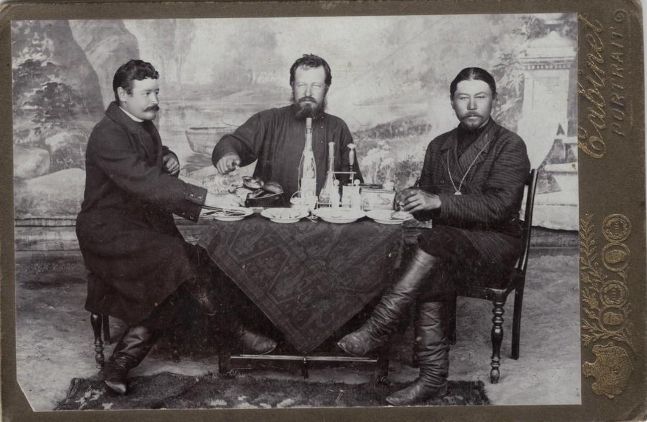 Ян Иосифович Корженевский, купец Сысоев и староста Козлов. 1912-1913