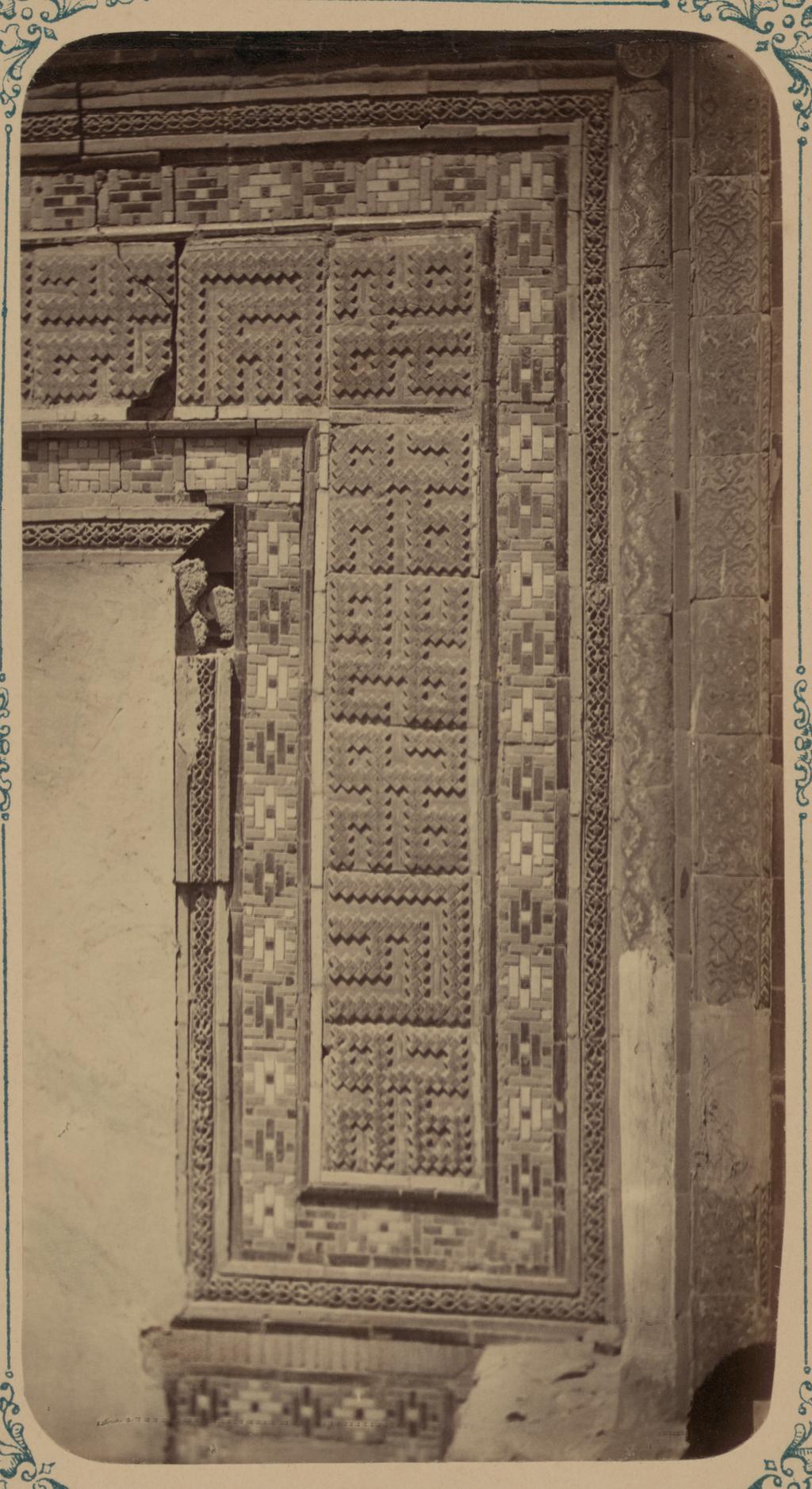 Мавзолей Чучун-Бека. Часть надписи вокруг бывшей входной двери