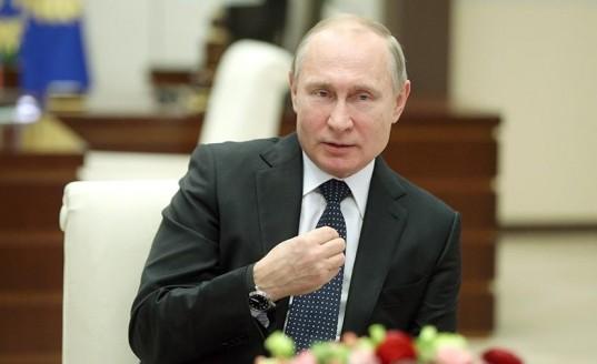 Владимир Путин отметил особую роль отцов в воспитании сыновей