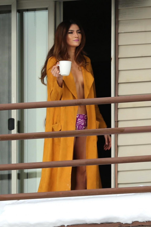 Бланка Бланко топлес на балконе
