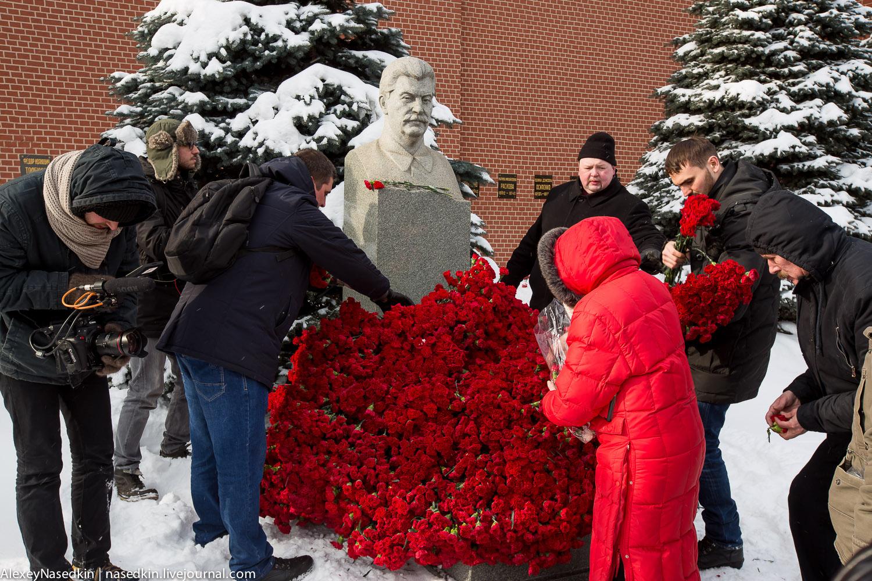 Москва торжественно помянула Сталина (фото) GA8A9925.jpg