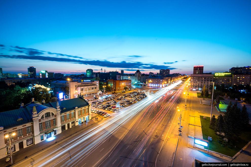 13. Панорама площади Ленина и сквера перед оперным театром.