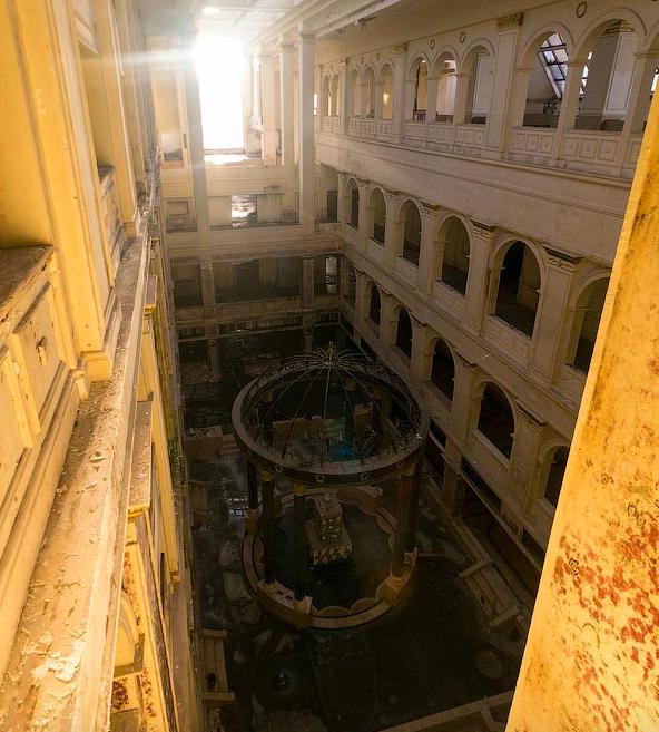 До 2013 года в здание можно было пробраться без особых проблем, но четыре года назад все входы были