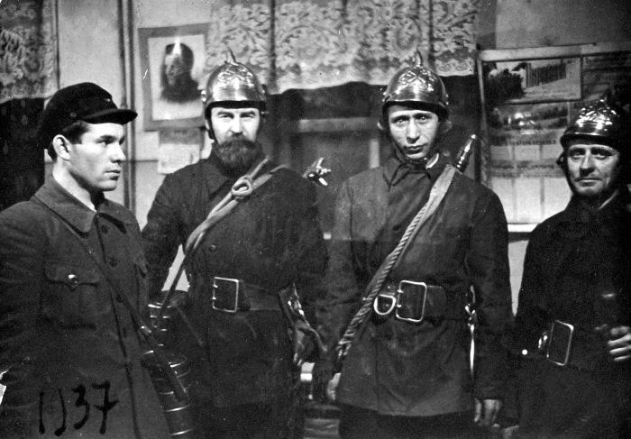 Юный пионер и прохожие на Красной площади в 1954 году