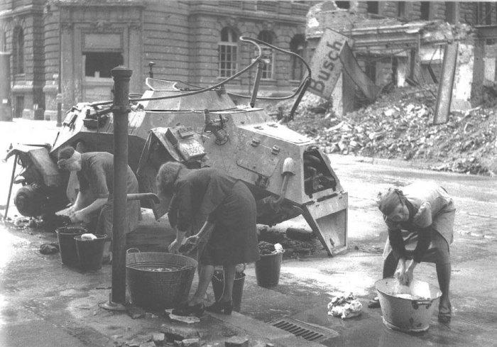 Немецкие войска готовятся к аэрофотосъемке в 1916 году