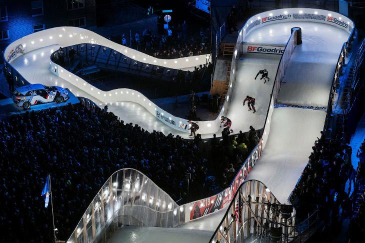 2. Соревнования Ice Cross Downhill были придуманы в 1999 году. Первые соревнования Red Bull Crashed