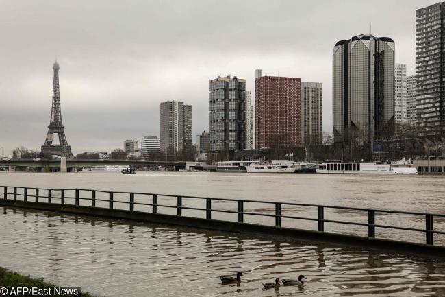 Посмотрите, как наводнение изменило центр Парижа. Ида, это происходит прямо сейчас (6 фото)