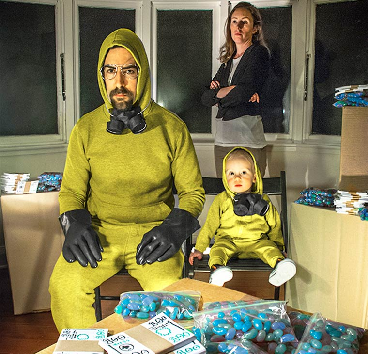 Creative parents and their baby recreate cult movies with everyday objects (27 pics)