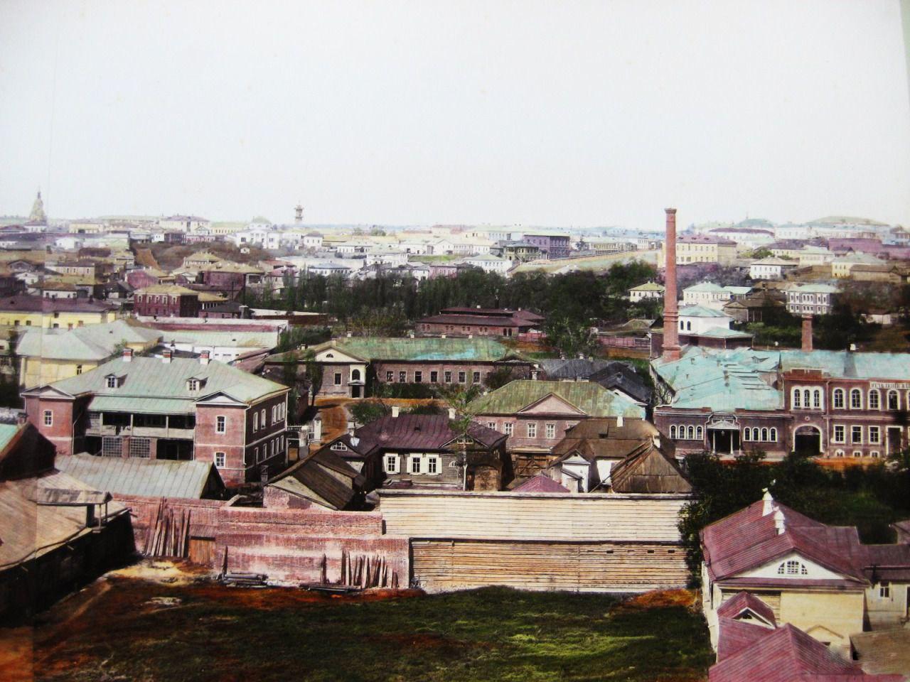 Вид с колокольни Вознесенской площади в сторону центра