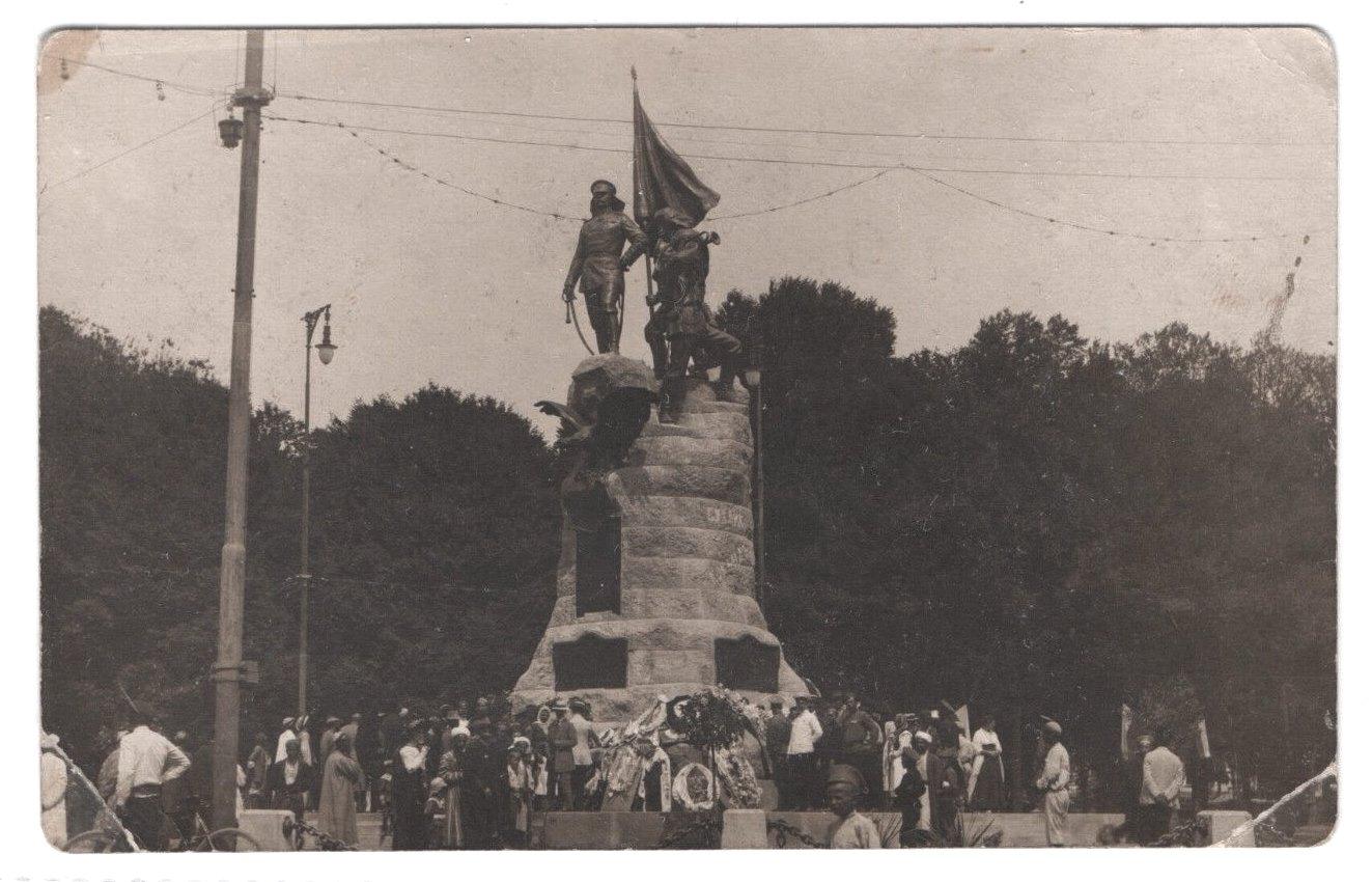 Константиновский сквер, 4 мая 1913
