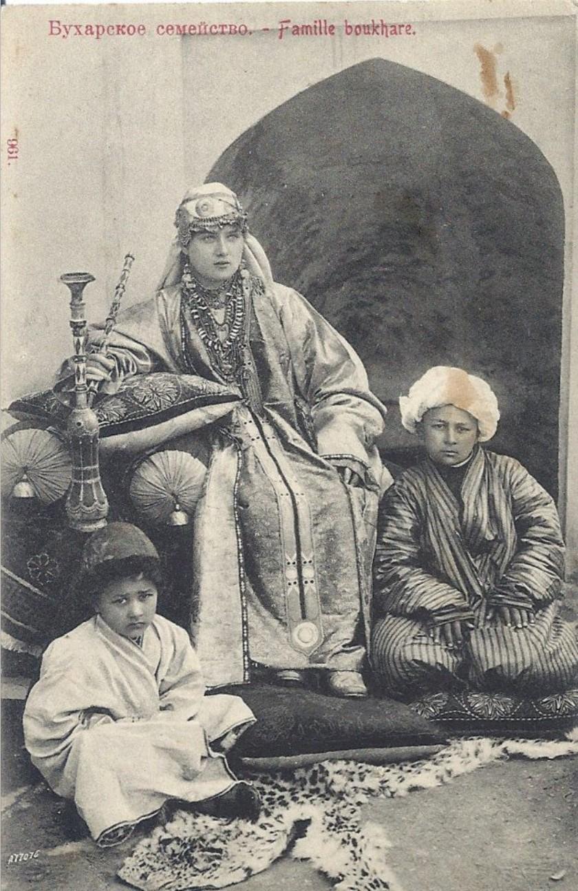 Бухарское семейство