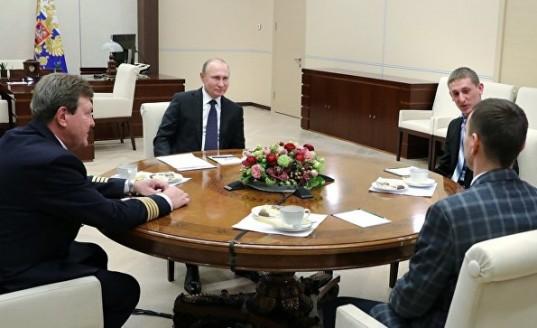 Владимир Путин поручил подготовить проект о выдаче школьникам грантов