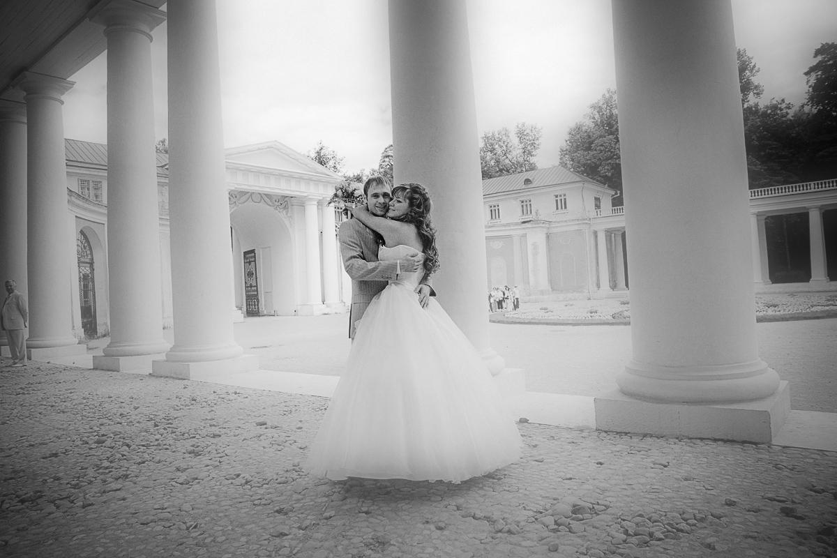 недорого и качественно. Именно это ищут молодожены, которые хотят выбрать фотографа на свадьбу. И часто, самым первым фактором здесь выступает цена на услуги фотографа.